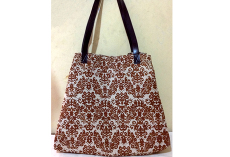 Ladies Shoulder Bag of Jute Fabric